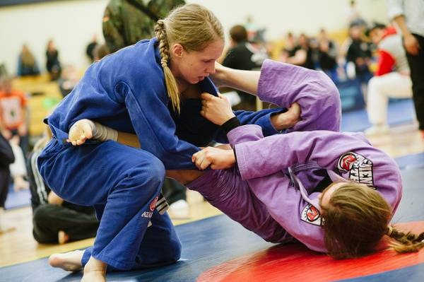 Women BJJ accidents and injuries can happen.